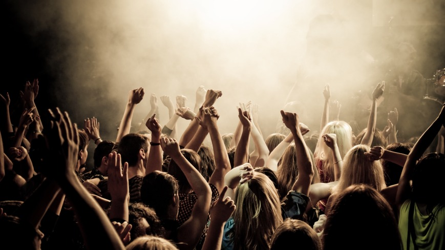 tumblr_static_concert-smoke-crowd-people-concert-music-youth-club-photos-crowd-cheering-the-mood-the-smoke-tools-136417-2560x1440