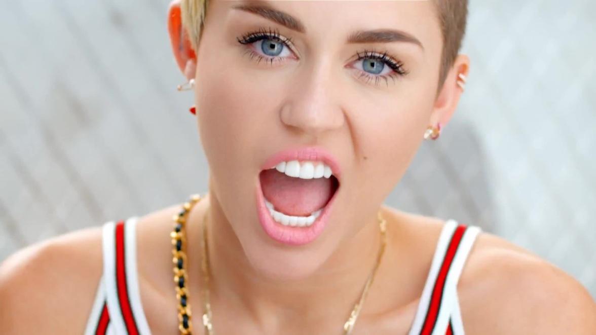 "Miley Cyrus, karaoke, ""Baby Got Back"""