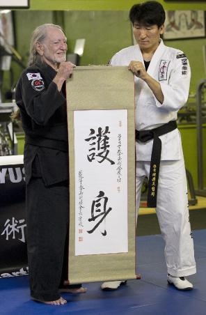 Nelson with Grand Master Sam Um (courtesy Ralph Barrera)