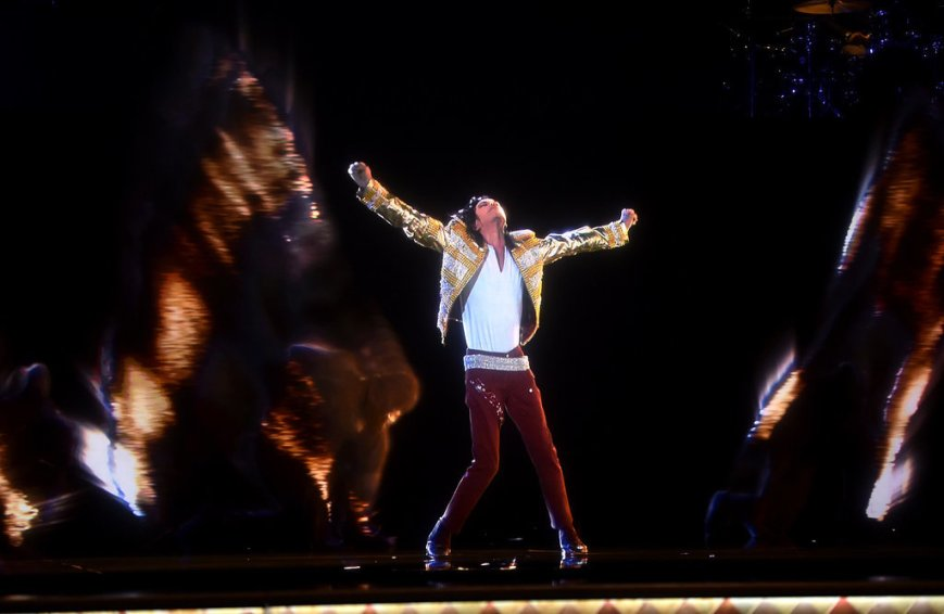 "The immortal Michael Jackson gives an amazing posthumous ""live"" performance at the 2014 Billboard Music Awards (photo: popsugar.com)"