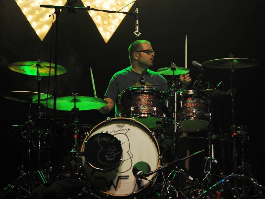 Weezer's Patrick Wilson demonstrates awesome concentration and coordination during live performance (Photo: courtesy of Salon.com)